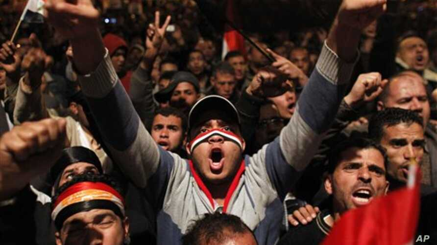 Anti-government protesters demonstrate in Tahrir Square in downtown Cairo, Egypt, February 10, 2011