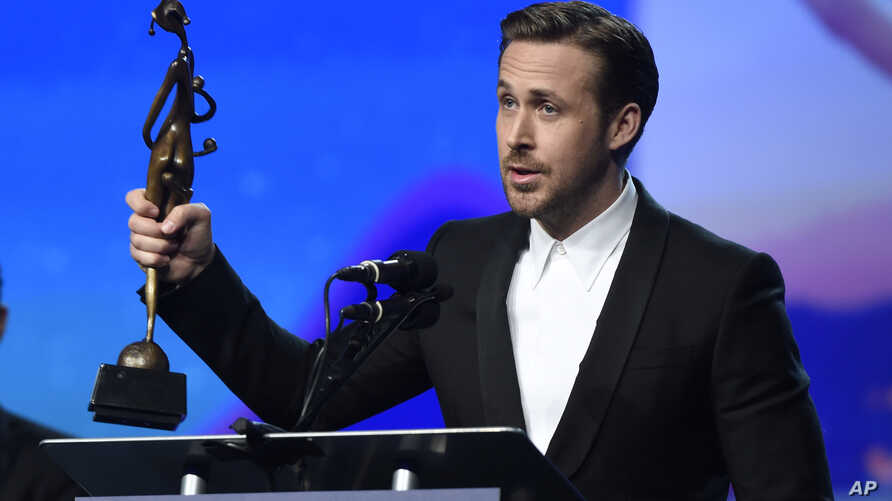 """Ryan Gosling accepts the Vanguard Award for """"La La Land"""" at the 28th annual Palm Springs International Film Festival Awards Gala on Monday, Jan. 2, 2017, in Palm Springs, Calif."""