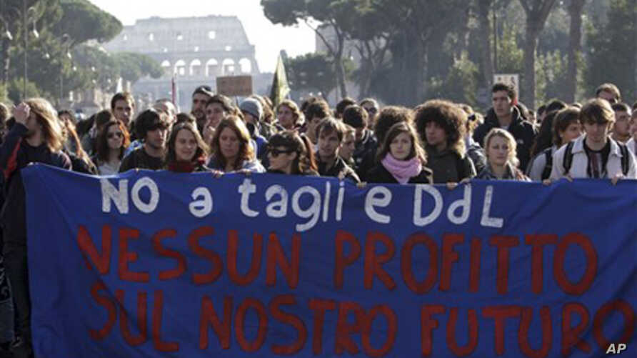 Students in Rome hold up a banner saying: 'No to cuts and proposed bill, no profit on our future' as they march past the Colosseum, 25 Nov 2010