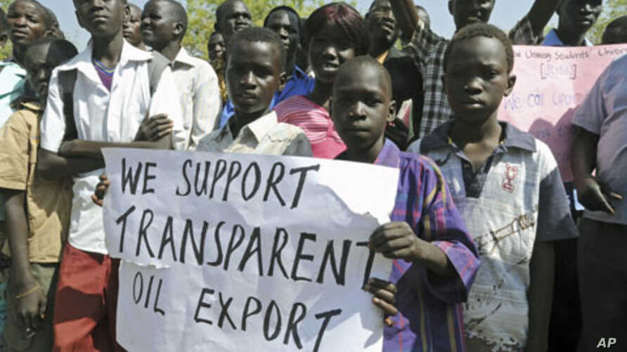 South Sudanese express their support as President Salva Kiir declared a halt on all oil operations in South Sudan, in Juba, January 23, 2012.