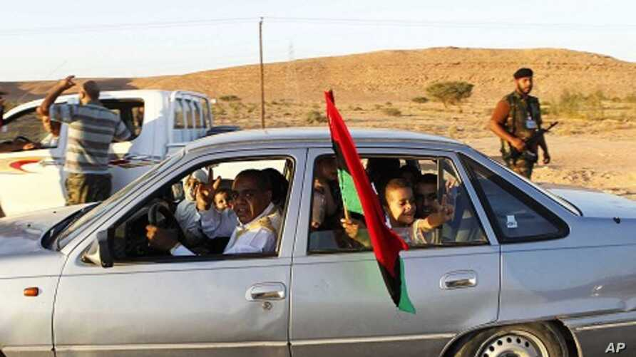 Civilians flee as forces loyal to Libya's leader Moammar Gadhafi clash with anti-Gadhafi forces in Bani Walid, September 12, 2011.