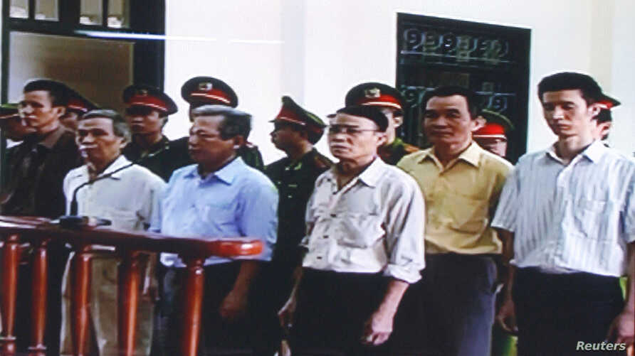 FILE - Six democracy activists stand at the dock in Hai Phong City's People's Court in Hai Phong, about 100 kilometers east of Hanoi,October 2009. From L-R: Nguyen Van Tuc, Nguyen Van Tinh, Nguyen Manh Son, Nguyen Kim Nhan, Nguyen Xuan Nghia (2nd R)
