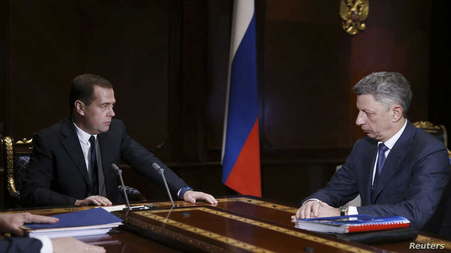 Russia's Prime Minister Dmitry Medvedev (L) meets with Ukraine's Deputy Prime Minister Yuriy Boiko at the Gorki residence outside Moscow, Russia, Dec. 4, 2013.