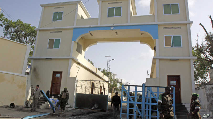 Somali soldiers stand guard at the main gate of the presidential palace in Mogadishu, July, 9, 2014.