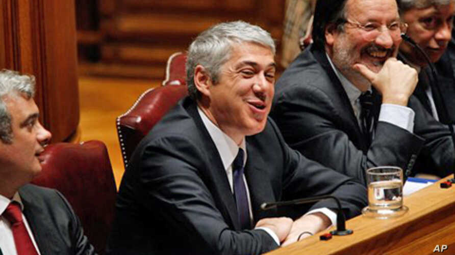 Portuguese Prime Minister Jose Socrates, center, insists that his government doesn't need or want a financial rescue, 10 Dec. 2010