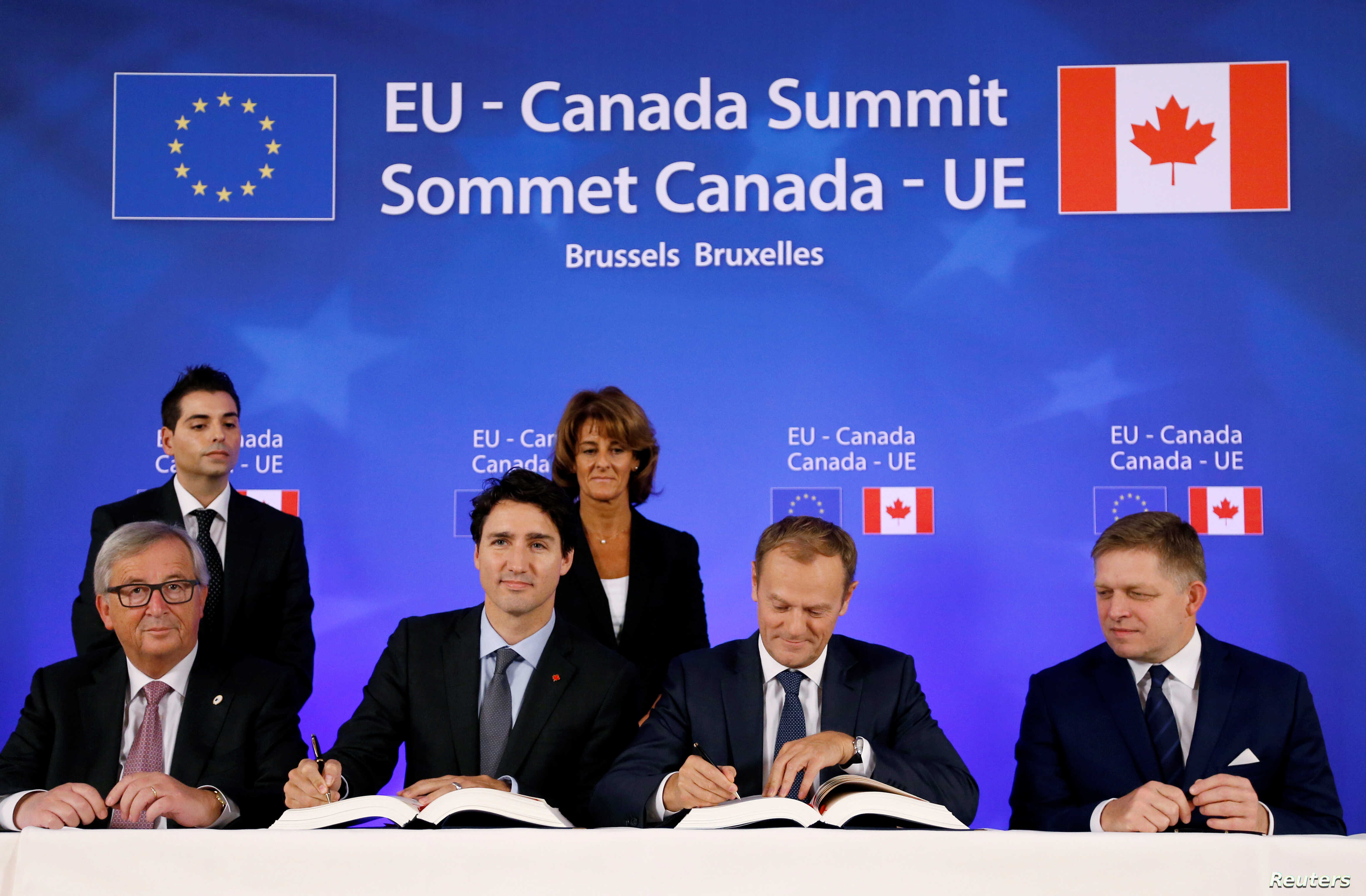(L-R) European Commission President Jean-Claude Juncker, Canada's Prime Minister Justin Trudeau, European Council President Donald Tusk and Slovakia's Prime Minister Robert Fico attend the signing ceremony of the Comprehensive Economic and Trade Agre