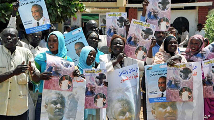 Sudanese supporters of former SPLM candidate Yasser Arman hold his posters during a protest against his withdrawal from the presidential race in Khartoum, 04 Apr 2010
