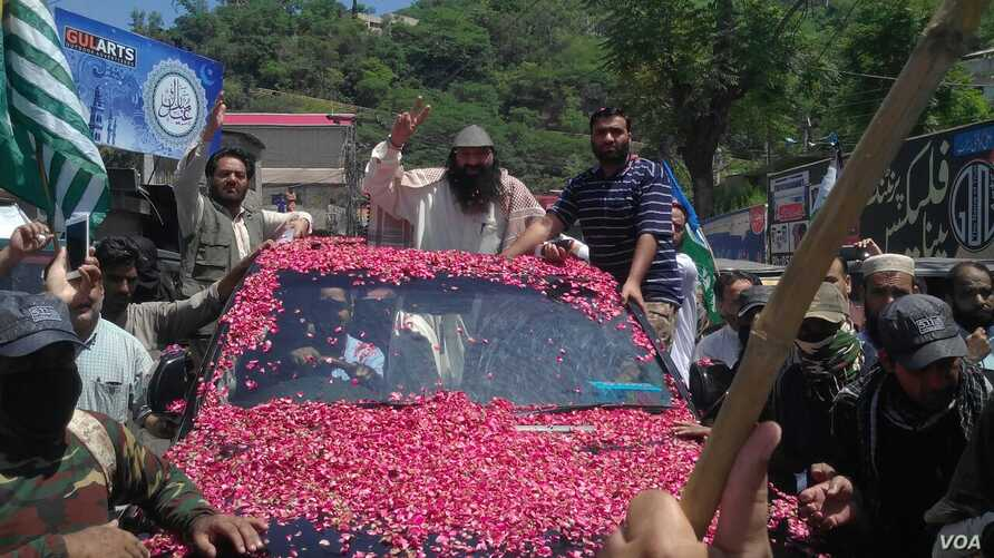 Syed Salahuddin led a protest rally before addressing a press conference in Muzafarabad, capital of Pakistani-controlled Kashmir, July 1, 2017. (VOA photo)