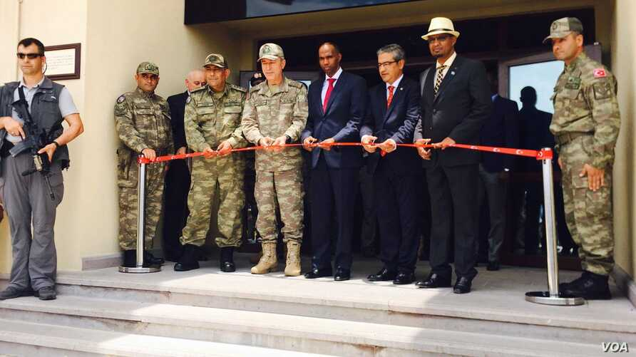 Somali Prime Minister Hassan Ali Khaire and the Chief of the Turkish military, General Hulusi Akar, in Uniform, along with Turkish Ambassador to Somalia, Olgan Bekar, jointly cut the ribbon for the inauguration of Turkey's largest foreign military ba