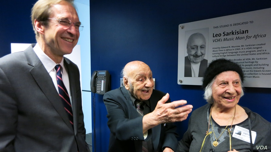 A cheerful Leo Sarkisian, his wife, Mary, and VOA Director David Ensor (left) enjoy the moment during a celebration that followed the naming of VOA Studio 23 in his honor.