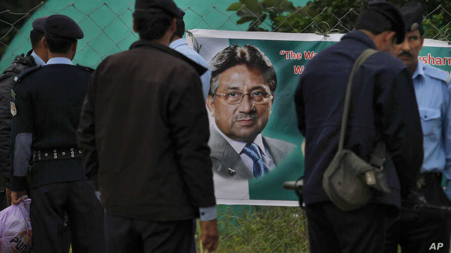 Police officers arrive to join duties outside former Pakistani President Pervez Musharraf's house in Islamabad, where he has been held under house arrest, Nov. 6, 2013.