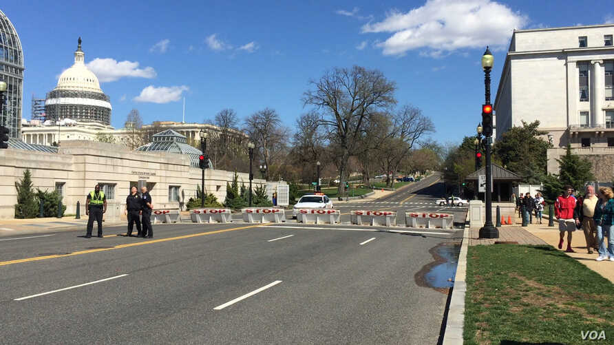 The U.S. Capitol building is shown on lockdown following a shooting incident at the buildings Visitors Center, in Washington, March 28, 2016. (N. Ardanza/VOA)