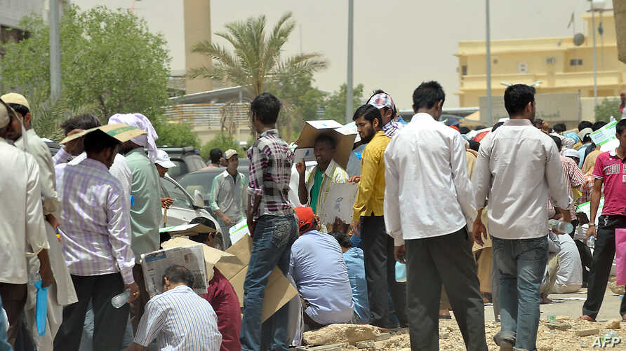 Foreign illegal laborers wait in a queue at the Saudi immigration offices at al-Isha quarter in al-Khazan district west of Riyadh, June 30, 2013.