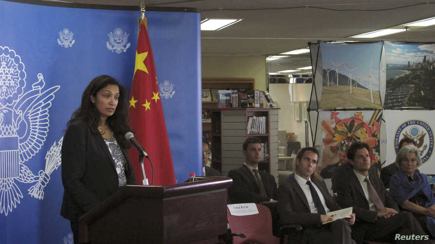 U.S. Acting Assistant Secretary of State for Democracy, Human Rights and Labor Uzra Zeya (L) speaks to reporters at a news briefing on the latest U.S.-China Human Rights Dialogue in Beijing, August 2013.