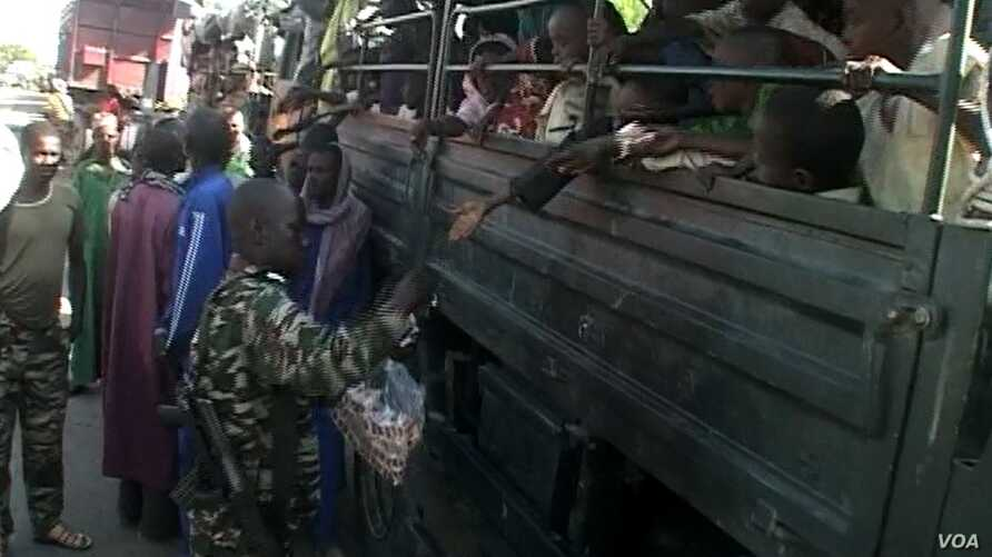 Nigerian refugees are seen on a Cameroonian military truck set to make its way out of Fotokol for Nigeria, in Fotokol, Cameroon, April 19, 2017. (M.E. Kindzeka/VOA)