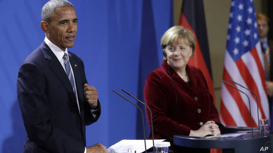 U.S. President Barack Obama, left, and German Chancellor Angela Merkel attend a press conference after a meeting in the chancellery in Berlin, Germany, Nov. 17, 2016.