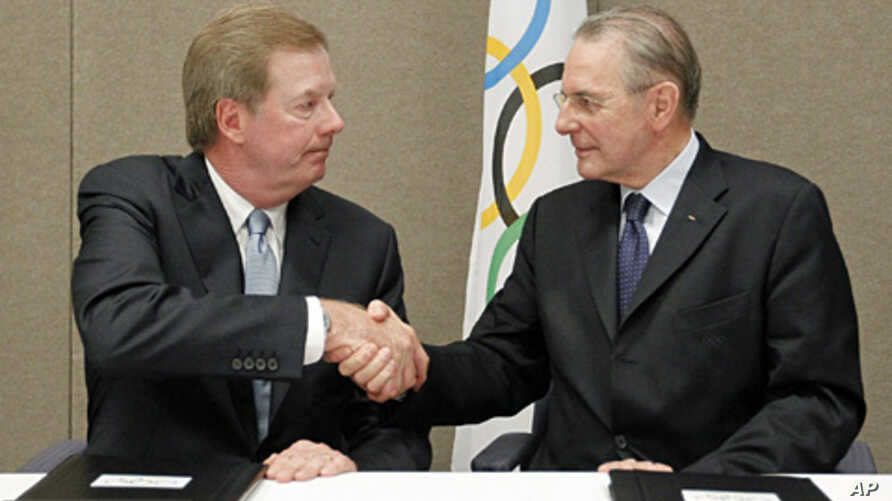 United States Olympic Committee chairman Larry Probst, left, and Olympic Committee President Jacques Rogge shake hands after signing an agreement between the IOC and the USOC at the SportAccord conference in Quebec City,  May 24, 2012 (AP).