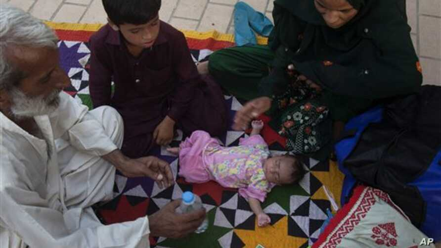 Family members surround child suffering from dehydration due to sever heat, at a local hospital in Karachi, Pakistan, June 23, 2015.