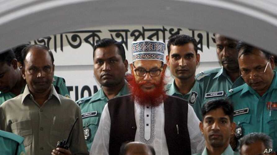 Bangladeshi police officers escort Delwar Hossain Sayeedi, center, a leader of Bangladesh's largest Islamic party Jamaat-e-Islami, after appearing before a special tribunal in Dhaka, Bangladesh, Nov. 21, 2011.