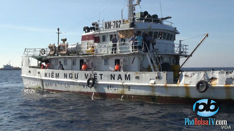 A Vietnamese fisheries patrol ship shows signs of damage that Hanoi says was a result of being rammed by Chinese vessels during  recent encounters in the South China Sea,  May 18, 2014. (PhoBolsaTV.com)