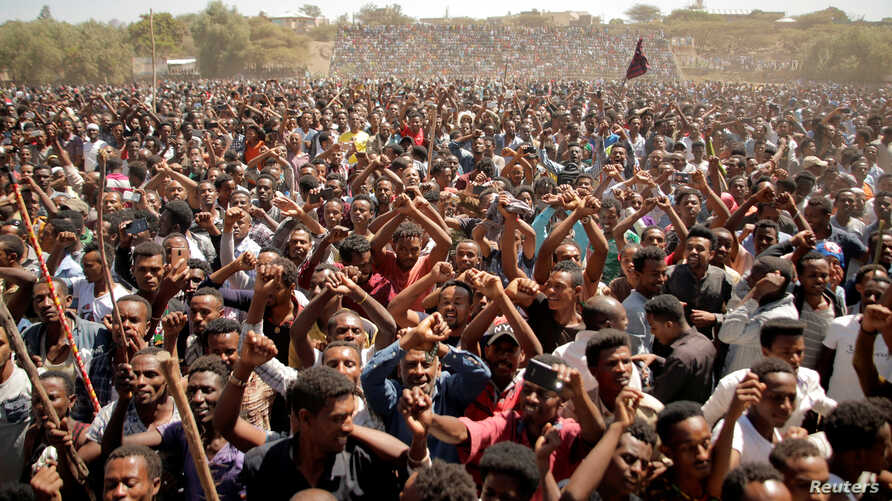 Supporters of Bekele Gerba, secretary general of the Oromo Federalist Congress, celebrate Gerba's release from prison, in Adama, Oromia Region, Ethiopia Feb. 14, 2018.