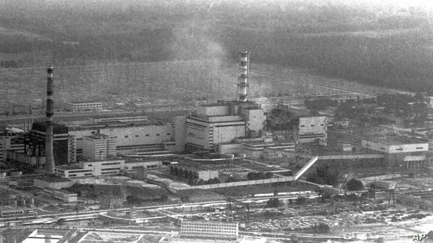 An aerial view of the Chernobyl nuclear power plant shortly after the 1986 explosion of its smoking fourth reactor. (Reuters/File)