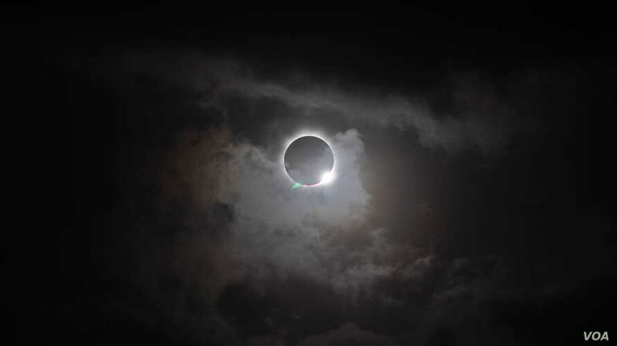 Total solar eclipse seen from the northern tip of Australia, Nov. 13, 2012