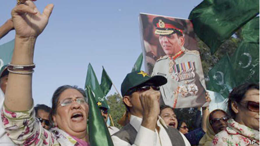 """Supporters of political party Pakistan Muslim League hold a picture of army chief Gen. Ashfaq Parvez Kayani in Karachi, Pakistan. Pakistan's intelligence chief, Gen. Ahmed Shuja Pasha, admitted """"negligence"""" on the part of authorities in failing to fi"""