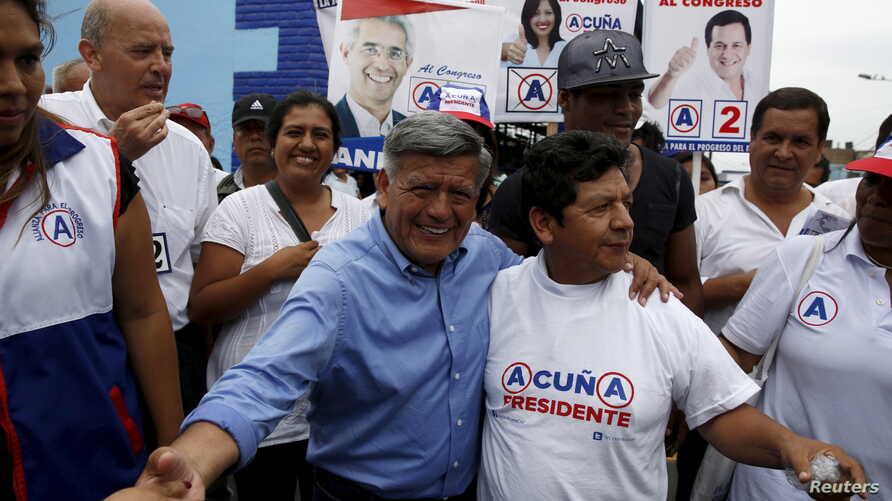 Peruvian presidential candidate Cesar Acuna (C) greets supporters during a rally at a market in the Brena district of Lima, Jan. 25, 2016.