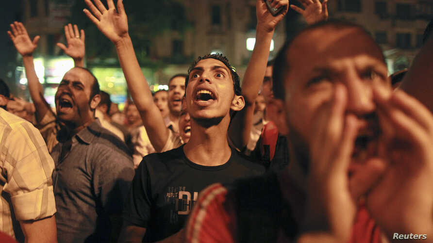 Protesters shout during a demonstration against presidential candidates Mohamed Morsi and Ahmed Shafiq at Tahrir Square in Cairo May 28, 2012.