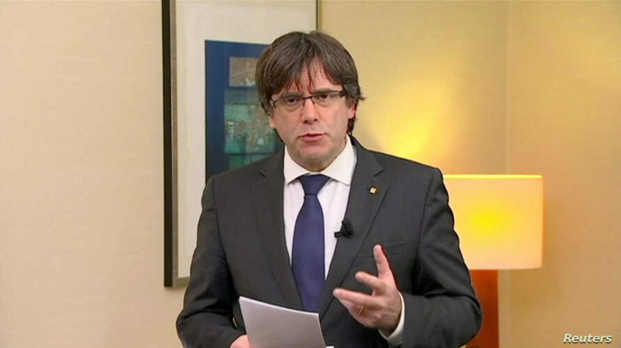 """Sacked Catalan President Carles Puigdemont makes a statement calling for the release of """"the legitimate government of Catalonia,"""" after a Spanish judge ordered nine Catalan leaders to be held in custody, Brussels, Belgium, Nov. 2, 2017."""