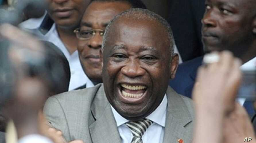 Ivory Coast President Laurent Gbagbo (center) with supporters in Abidjan after he submitted his candidacy for presidential election, 16 October 2009