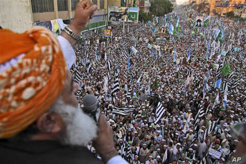 Fazlurahman, the leader of Jamiat Ulema-e-Islam, delivers a speech to supporters of Pakistani religious parties during a rally to protest attempts to modify blasphemy laws, Karachi, Pakistan, Jan 9, 2011.
