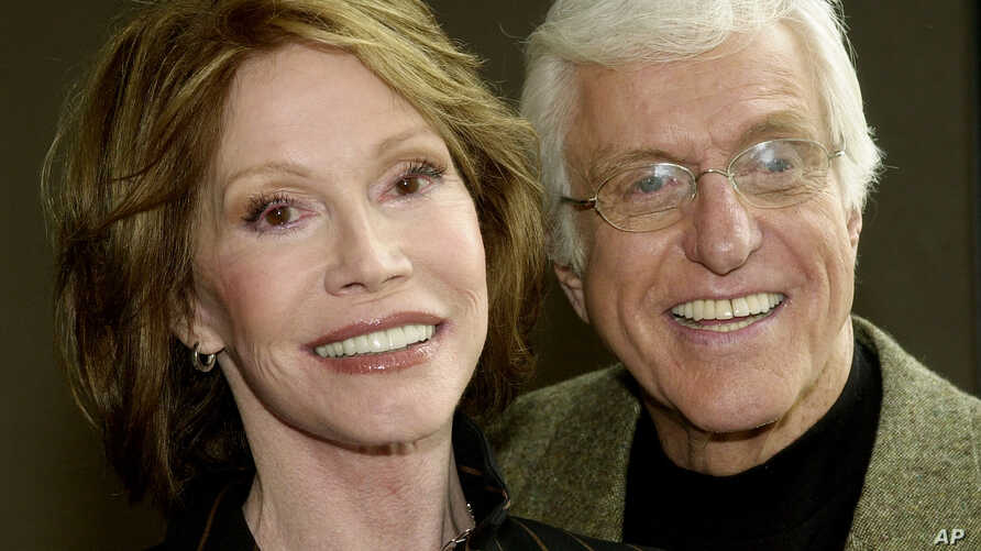 """FILE - Mary Tyler Moore and Dick Van Dyke pose together following a press conference announcing their reunion in a new television adaptation of the play, """"The Gin Game,"""" part of the drama series """"PBS Hollywod Presents,"""" in Los Angeles' Hollywood dist"""