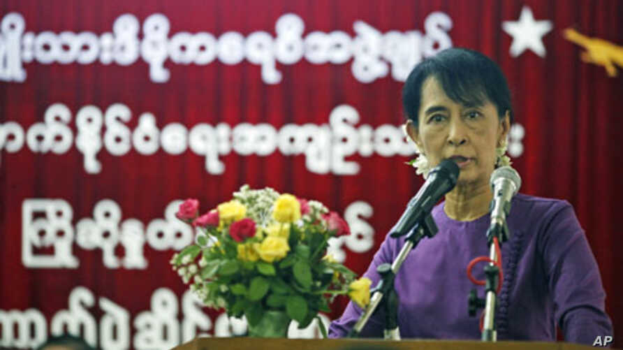 Burma's pro-democracy leader Aung San Suu Kyi speaks at a ceremony to welcome and acknowledge released political prisoners at the National League for Democracy head office in Rangoon, Burma, May 27, 2011