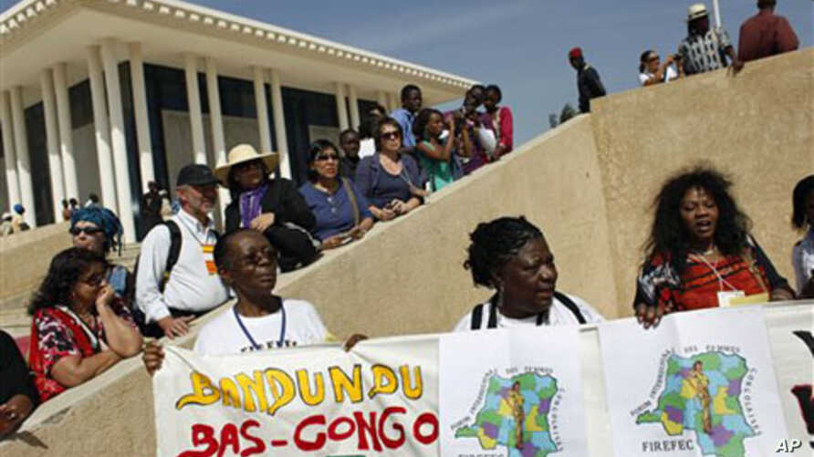 Activists and journalists wait to see former Brazilian President Luiz Inacio Lula da Silva and Senegalese leader Abdoulaye Wade, outside a World Social Forum event attended by the two leaders, at the Place du Souvenir in Dakar, Senegal, February 7, 2