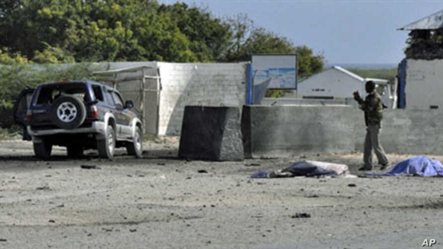 A Somali government soldier looks at a car laden with explosives which targeted Mogadishu airport, 09 Sep 2010