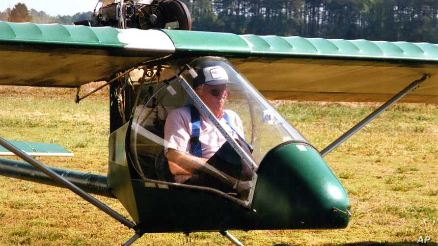 Ray Gefken in the tight cockpit of his ultralight, single-seat airplane. (Mary Saner/VOA)