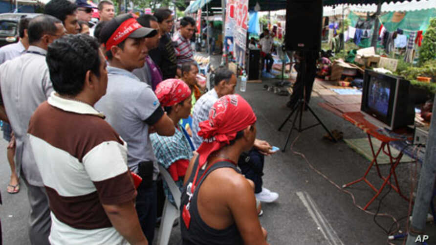 Protesters watch video of clashes with security forces, Bangkok, 11 May 2010