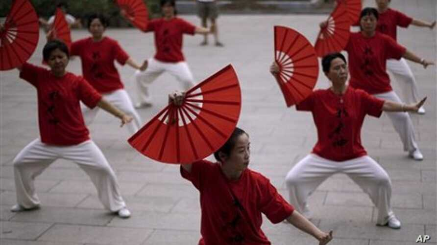 Chinese women practice tai chi before performing for a crowd in Beijing (File Photo)