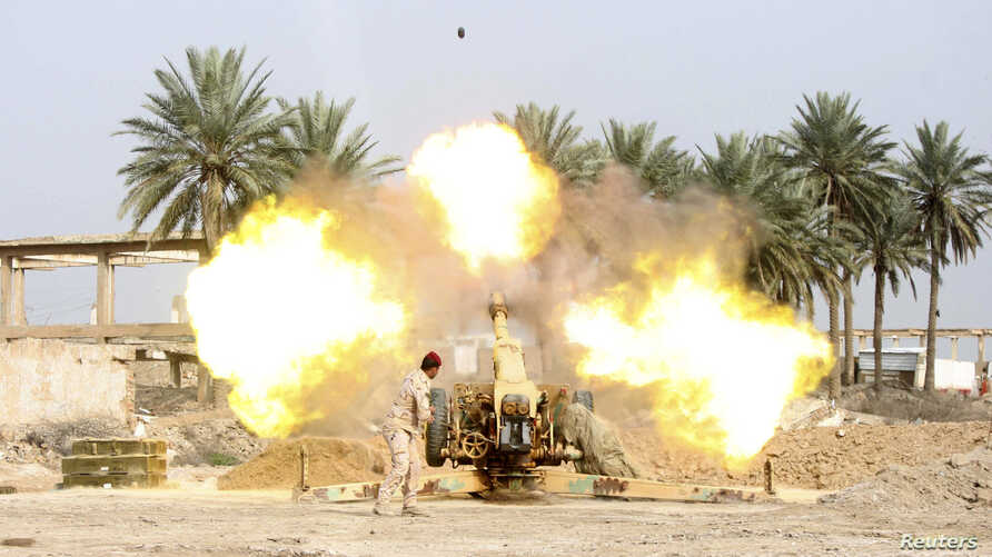 A member of Iraqi security forces fires a cannon during clashes with the al Qaeda-linked Islamic State in Iraq and the Levant (ISIL) in Jurf al-Sakhar south of the Iraqi capital Baghdad, March 19, 2014.