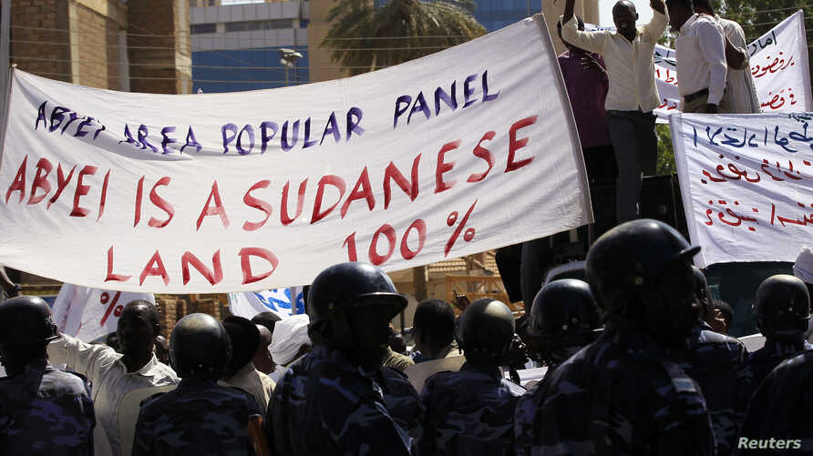 People from the Misseriya tribe of the Abyei oil region protest against the proposal of African Union (AU) mediator former South African president Thabko Mbeki for a referendum to decide whether the region belonged to Sudan or South Sudan, outside th