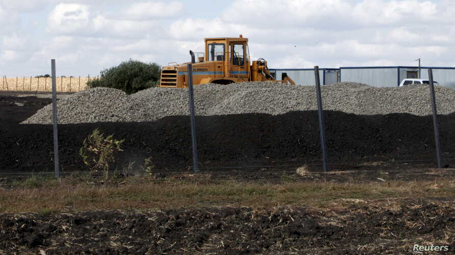 An excavator is seen at a purported construction site for Russia's new military base near the Russian-Ukrainian border in the village of Soloti, southeast of Belgorod, Russia, September 7, 2015.