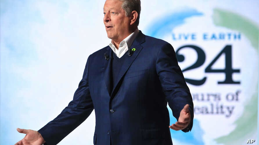 Former U.S. Vice President Al Gore hosts a 24-hour live webcast from the foot of the Eiffel Tower, in Paris, Nov. 13, 2015.