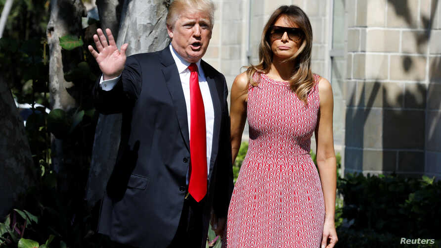 U.S. President Donald Trump waves as he arrives with first lady Melania Trump for the Easter service at Bethesda-by-the-Sea Episcopal Church in Palm Beach, Florida, Apr. 1, 2018.