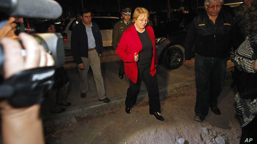 Chile's President Michelle Bachelet arrives to the National Emergency Office (ONEMI) after a strong aftershock in Arica, Chile, April 3, 2014.