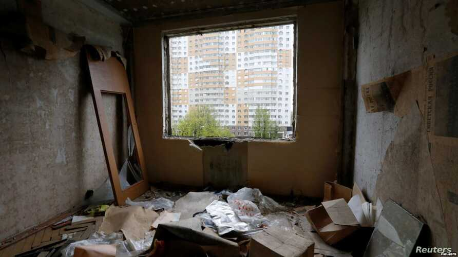 An interior view shows part of a five-story apartment building in Moscow that is slated for demolition.