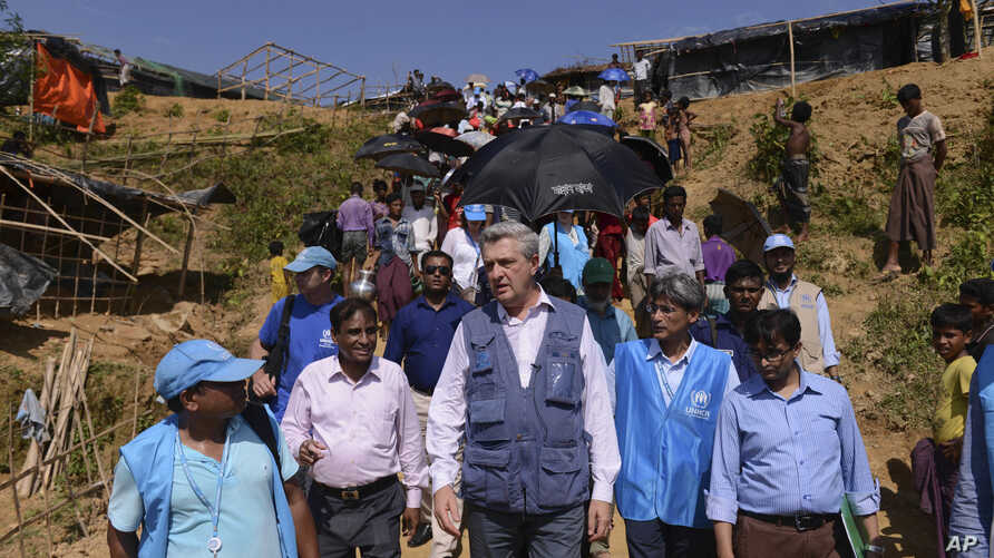 United Nations High Commissioner for Refugees Filippo Grandi, center, visits newly arrived Rohingya Muslims at Kutupalong refugee camp, Bangladesh, Sept. 23, 2017.