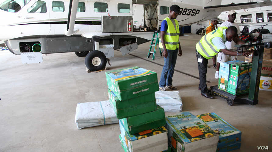 Liberia air-lifts supplies of chlorine,plastic tarpaulins, sprayers and other materials to Doctors Without Borders (UNICEF)
