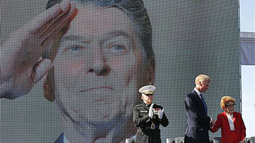 Former first lady Nancy Reagan is helped on stage by Frederick J. Ryan Jr., center, Reagan Foundation Chairman, as Marine Lt. Gen. George J. Flynn looks on after a wreath laying ceremony at memorial of her husband, former US President Ronald Reagan d